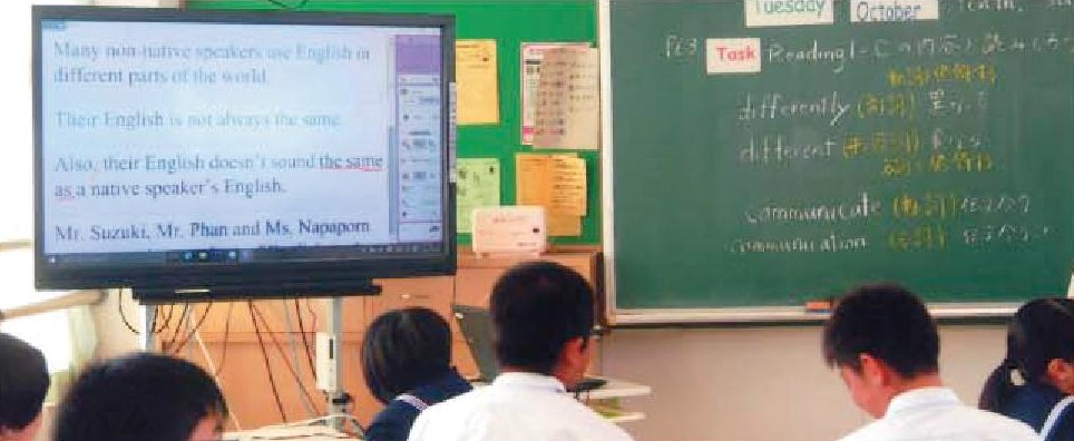 飯塚市内の県立高校に電子黒板やプロジェクターを配備